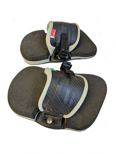 Shinn Twin Tip Sneakers Pads-and-Straps